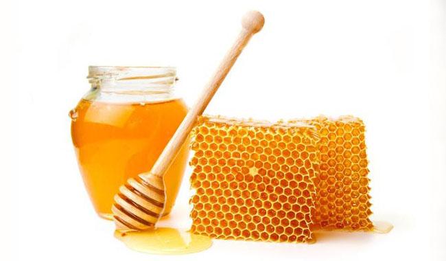 Sử dụng Mật ong nguyên chất làm mặt nạ trị mụn thâm
