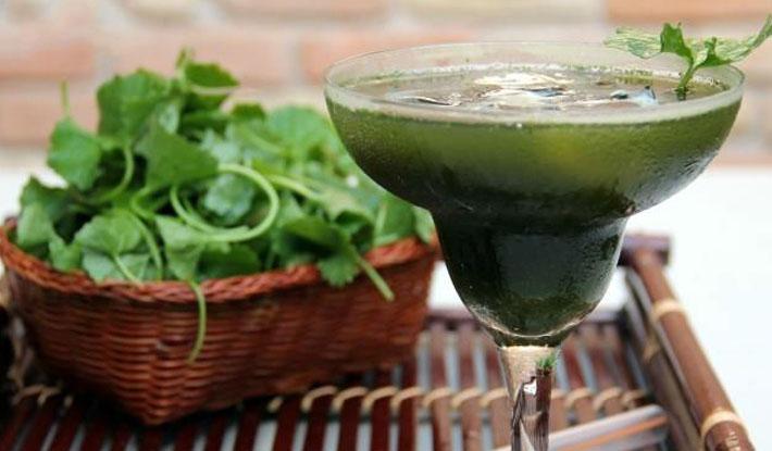 Cách làm sinh tố rau má thơm ngát giải nhiệt ngày hè